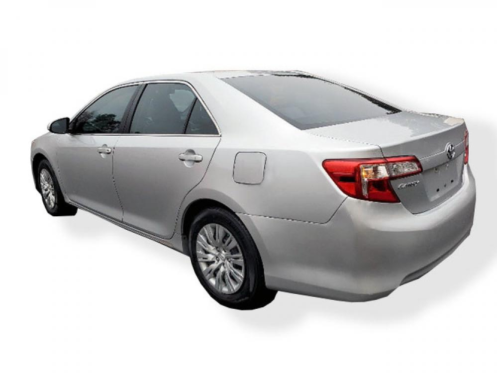 2013 Toyota Camry SE (4T1BF1FK9DU) with an 2.5L L4 DOHC 16V engine, 6-Speed Automatic transmission, located at 4247 Buford Drive NE, Buford, GA, 30518, (678) 450-1000, 34.086857, -83.993004 - Photo #3