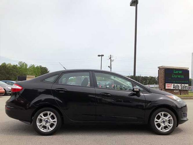 2014 Ford Fiesta SE Sedan (3FADP4BJ5EM) with an 1.6L L4 DOHC 16V engine, located at 4247 Buford Drive NE, Buford, GA, 30518, (678) 450-1000, 34.086857, -83.993004 - Photo #4
